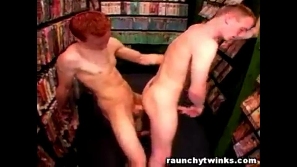 garoto ruivo do pau gostoso comendo cu do gay safado