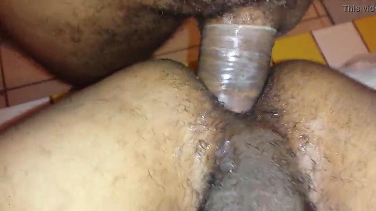 Novinho do cu peludo gemendo com o pau no cu