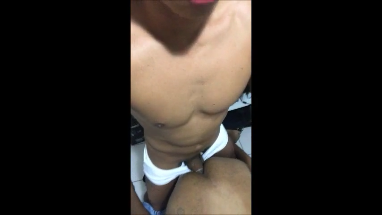 Boy comendo menino de quatro