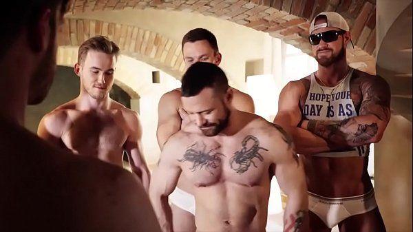 Musculoso Tatuado deu o cu e fudeu o novinho tb