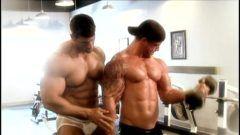Filme com várias cenas de musculosos pauzudos (1h e 34min)
