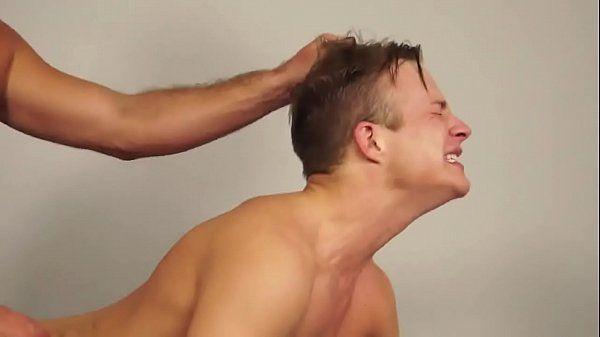 Começou com massagem e terminou com pau no cu