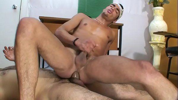 Brasileiro ativo gemendo igual puta