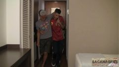 Garotos gay transando depois de chegar da festa bebados