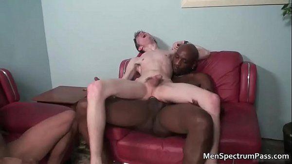 Xvídeos novinho gay mostrando habilidade em fazer sexo