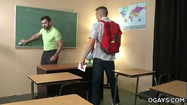 Boa foda gay mostra aluno de escola fodendo com professor