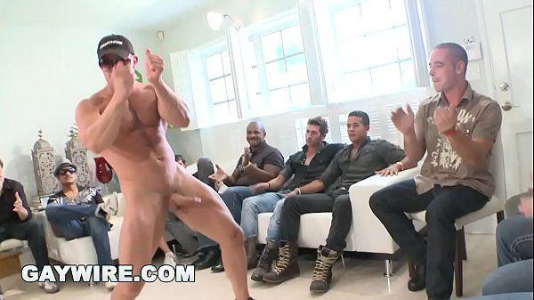 Homem gostoso transando com namorado