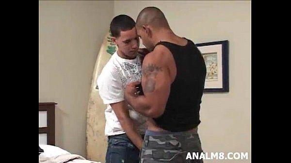 Latino musculoso socou a piroca