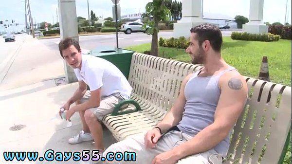 Amigos safados fodendo escondido em um belo porno amador