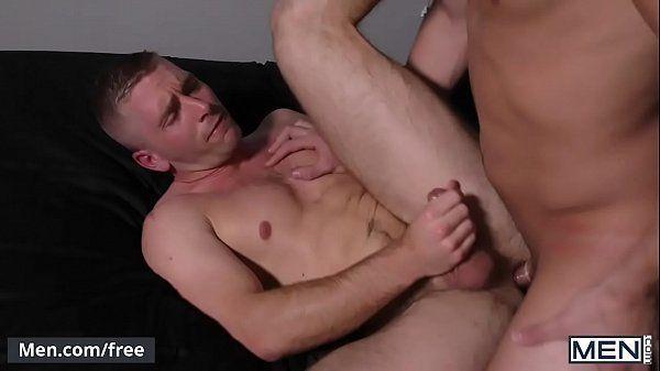 Vizinho gostoso dando seu cu apertado para seu namorado