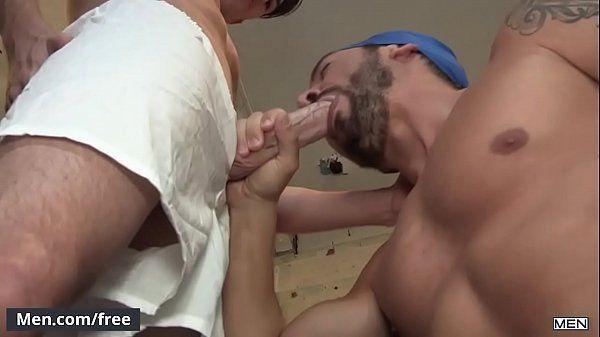 Moreno safado fazendo um delicioso boquete em seu namorado