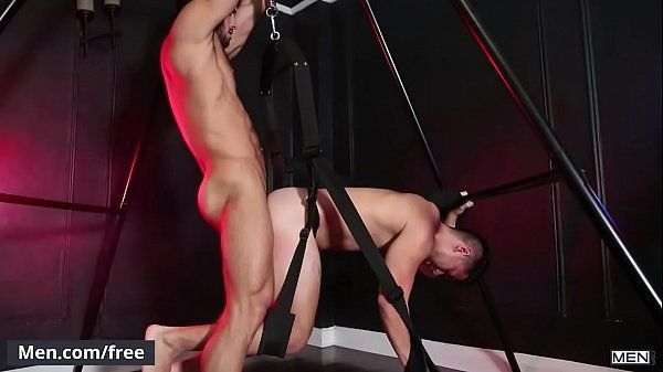 Novinho safado dando o cu apertado para seu amigo acabou caindo na net