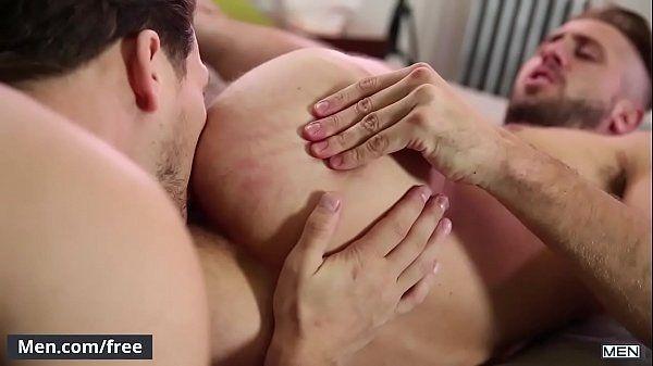Novinho safado fodendo de ladinho com seu namorado dotado
