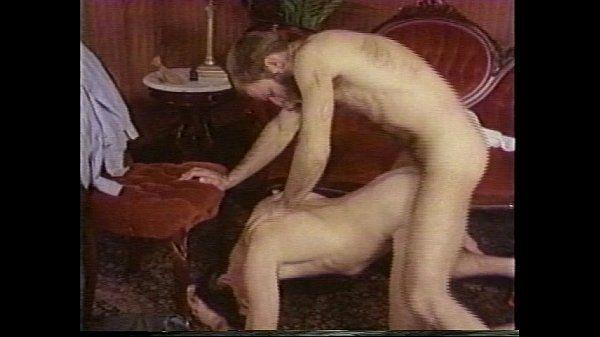 Branquinho safado fodendo com seu amigo em um belo porno