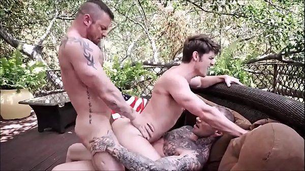 Novinha aumentando penis comendo o cu de seu amigo dotado