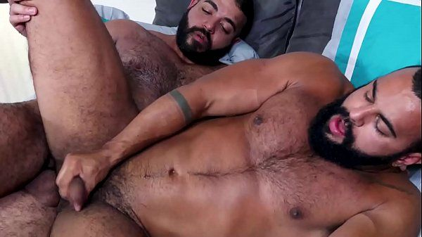 Filme gay com dois ursos tesudos na metelança