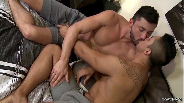 Brasileiro gay na putaria com o macho